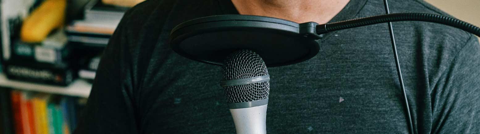 استفاده از میکروفون در کنفرانس